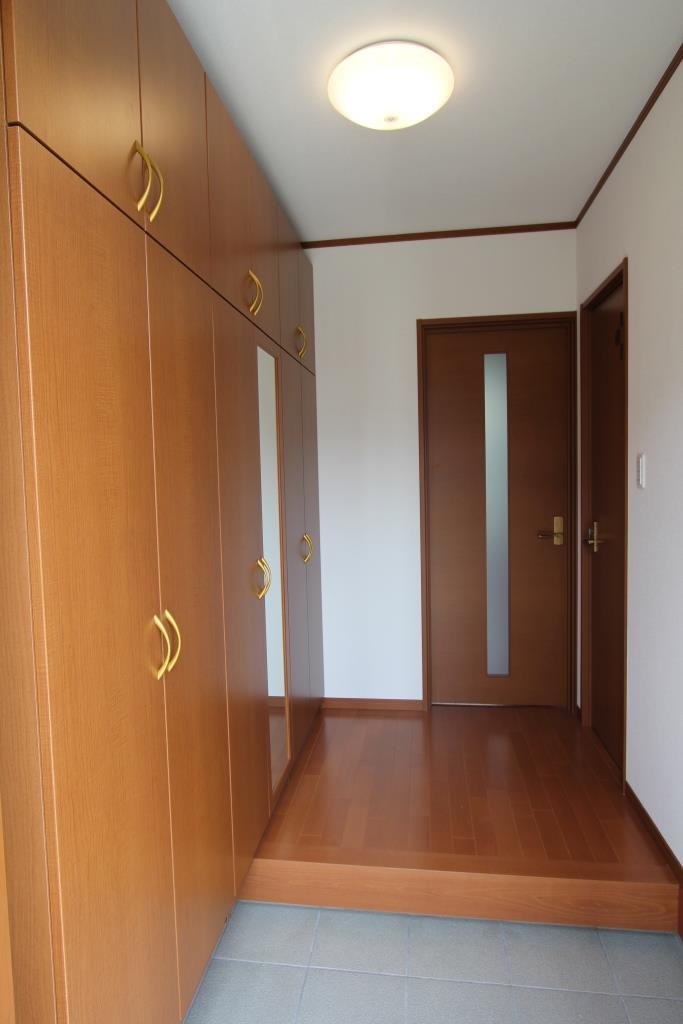 狭小住宅の玄関収納