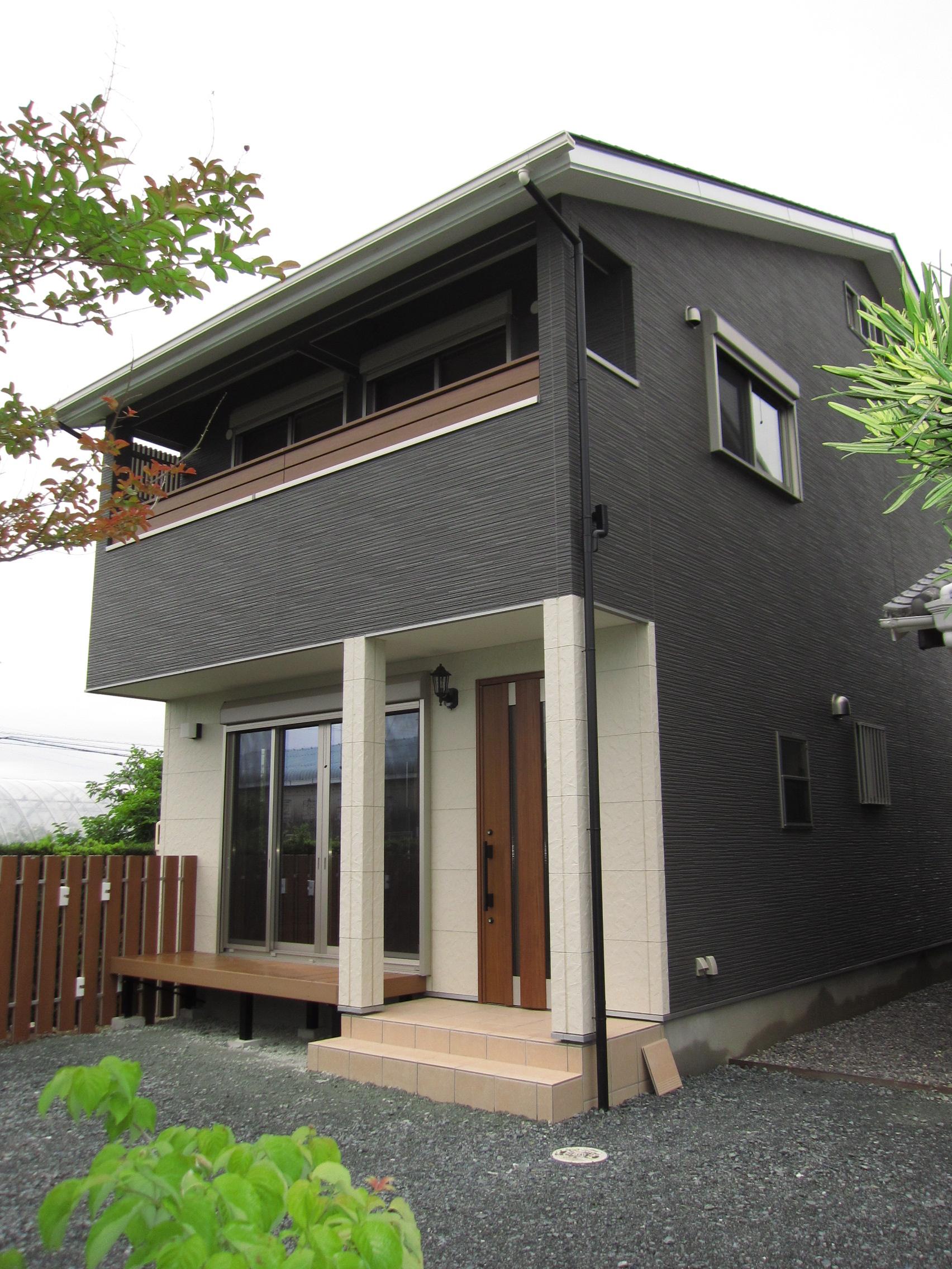 洋風な家の玄関ポーチ