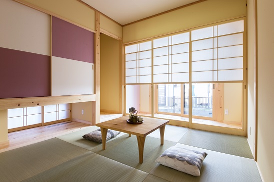自然素材の家 和室 雪見障子、襖、畳