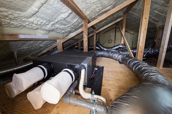 全館空調の家の屋根裏