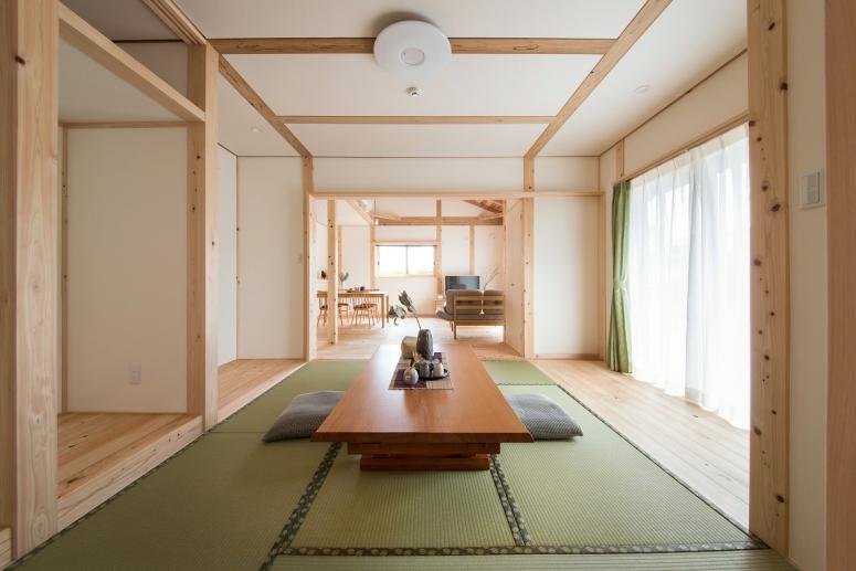 瓦屋根が美しい二世帯住宅LDK2-japanesuroom