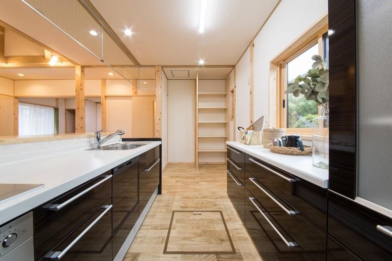 瓦屋根が美しい二世帯住宅LDK3-japanesuroom